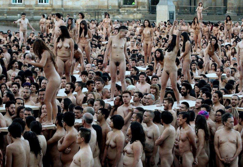 6mila a Bogotà x fotograro Spencer Tunick