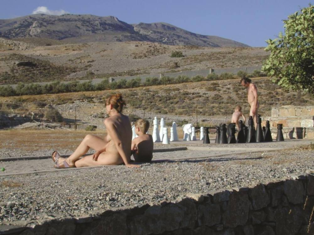 famiglia nudisti